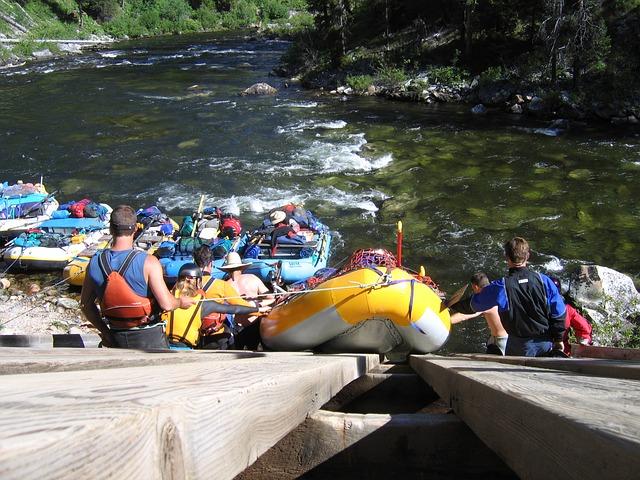 rafting-175601_640
